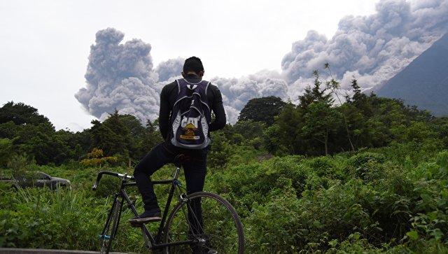 Извержение вулкана Фуэго в Гватемале. Архивное фото