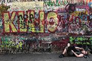 Стена памяти солиста рок-группы Кино Виктора Цоя на Арбате.