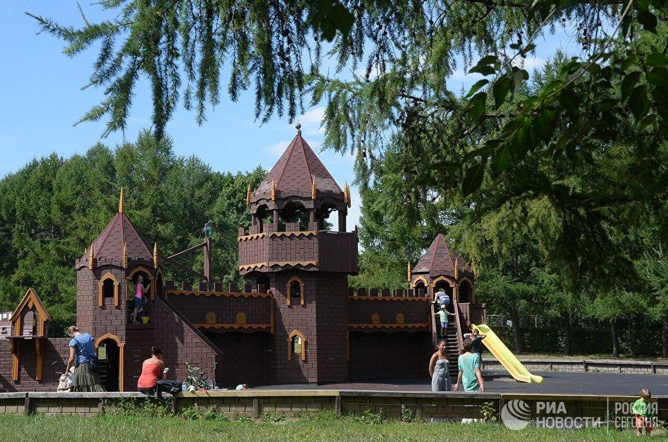 Игровой городок в Парке 50-летия Октября
