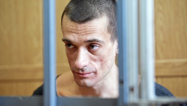 ВоФранции бессрочно продлили арест художнику Павленскому