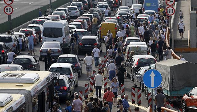Протест против роста цен на топливо в Белграде, Сербия. 8 июня 2018