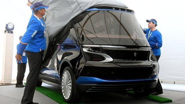 Демонстрация прототипа беспилотного электробуса ШАТЛ, предоставленного российским производителем грузовых автомобилей Камаз, в Казани. 12 июня 2018