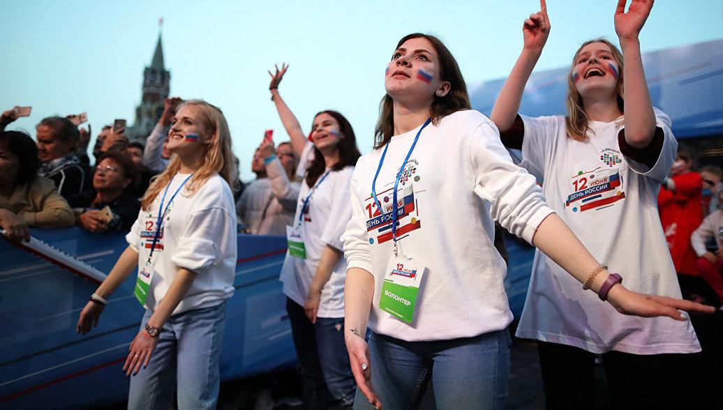 Волонтеры приняли участие в проведении Дня России