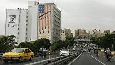 Здание с антиамериканским лозунгом в Тегеране. Архивное фото