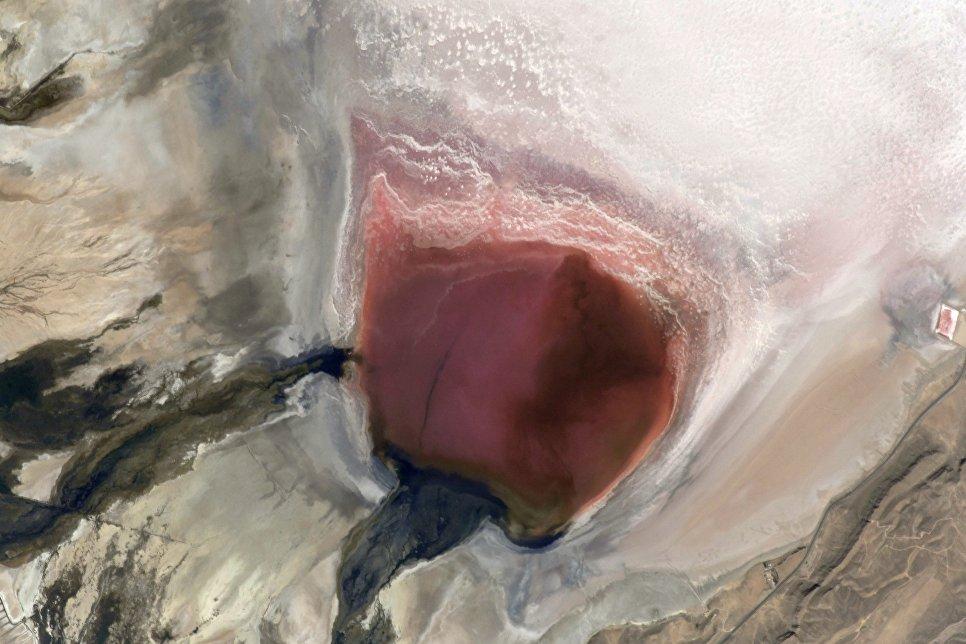 Cоленое озеро Мехарлу в Иране