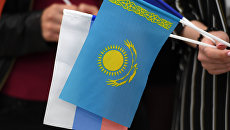 Флаги Казахстана и России. Архивное фото.