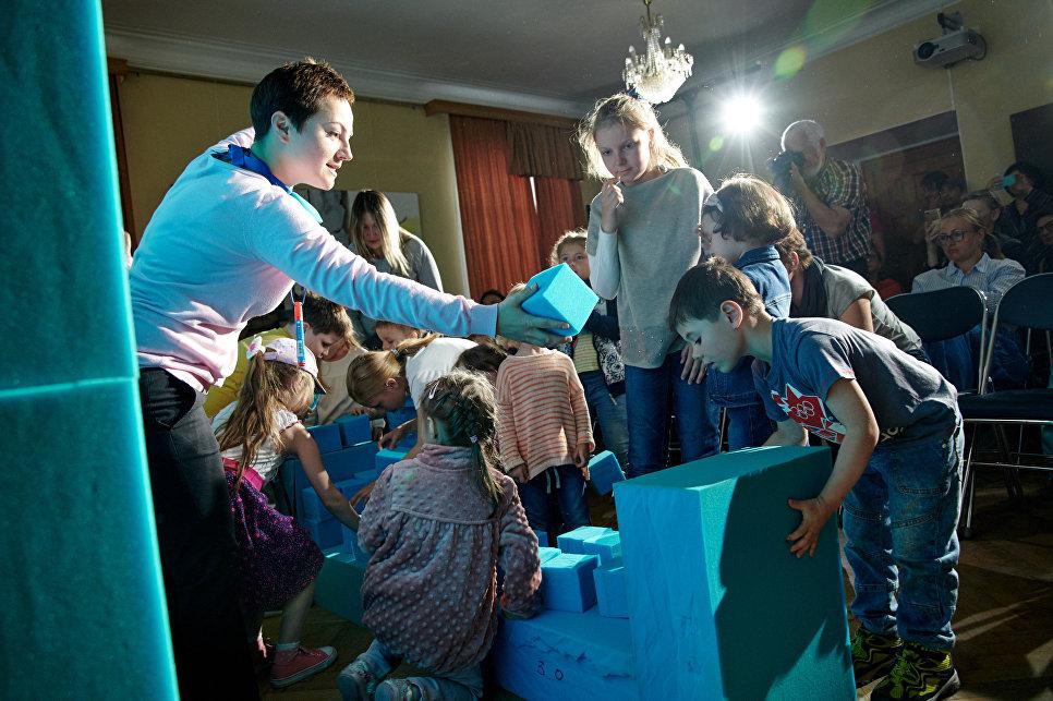 Детский спектакль «Ответственный ребенок. Часть 1» Независимого театрального проекта (г. Москва, Россия) на сцене в Доме Волконского