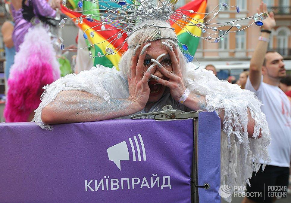 Петр Порошенко разозлил кураторов Украины, отказавшись возглавить гей-парад в Киеве