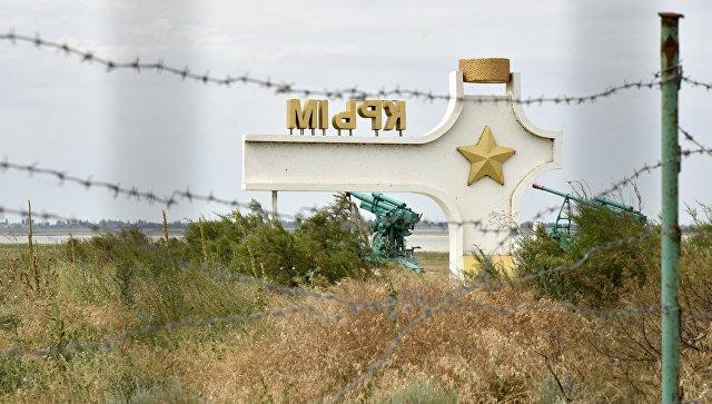 Стела у пункта пропуска Джанкой на границе России и Украины. Архивное фото