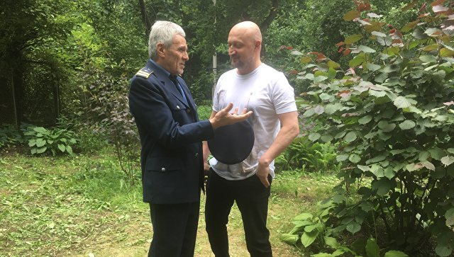 Югославский Актер Гойко Митич и российский актер Гоша Куценко во время съемок