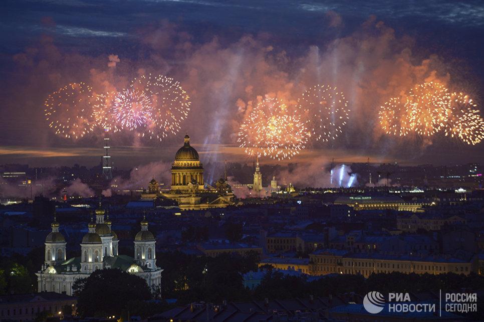 Фейерверк на празднике выпускников Алые паруса - 2018 в Санкт-Петербурге