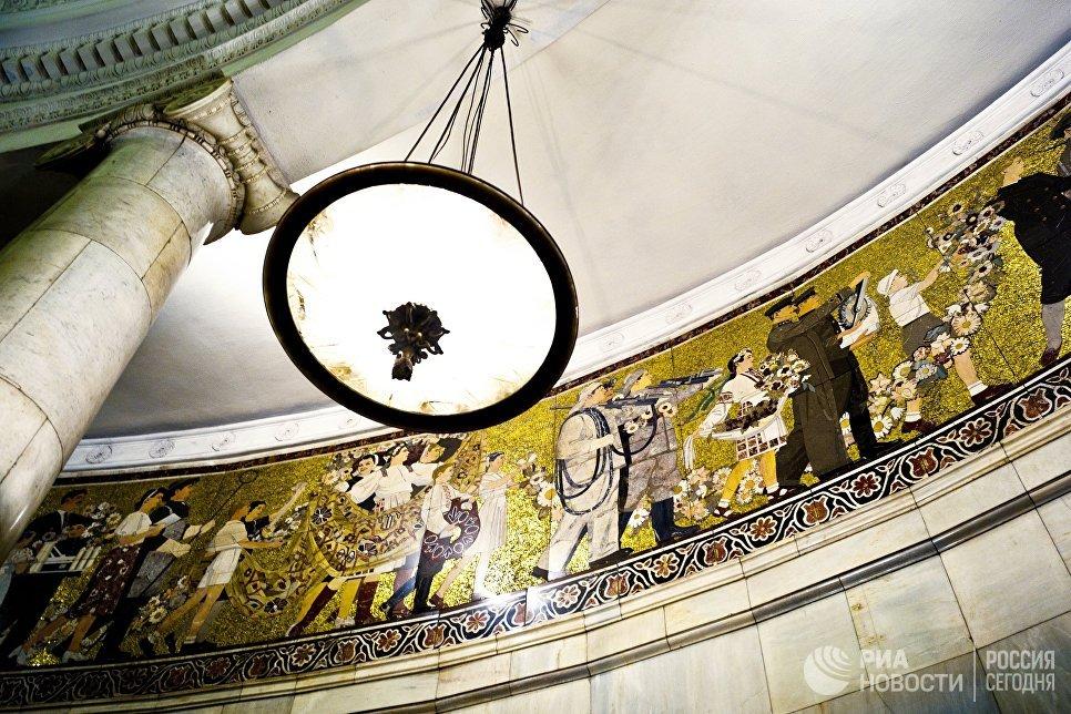 Мозаичное панно на станции московского метро «Киевская».