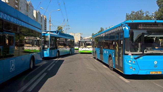 Пробка из автобусов и троллейбусов на северо-западе Москвы