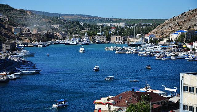 Вид с Крепостной горы на Балаклавскую бухту Севастополя. Архивное фото