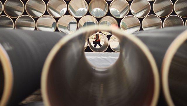 Трубы для газопровода Северный поток ‑ 2 на заводе по обетонированию в Котке, Финляндия. Архивное фото