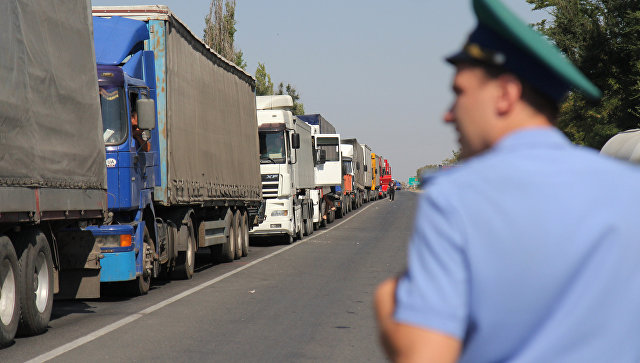 Грузовики на российско-украиской границе