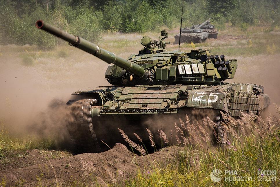 Основной боевой танк Т-72Б1 на полигоне Погоново в Воронежской области.