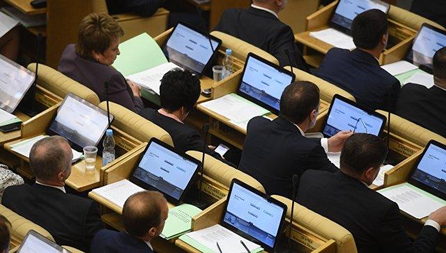 Депутаты на первом заседании Государственной Думы РФ