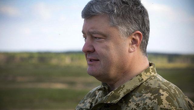 Президент Украины Петр Порошенко на военном полигоне, где проходят испытания американских противотанковых ракетных комплексов Джавелин (Javelin)