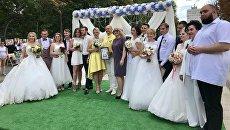 Участники массовой регистрации браков в Саратове. 8 июля 2018