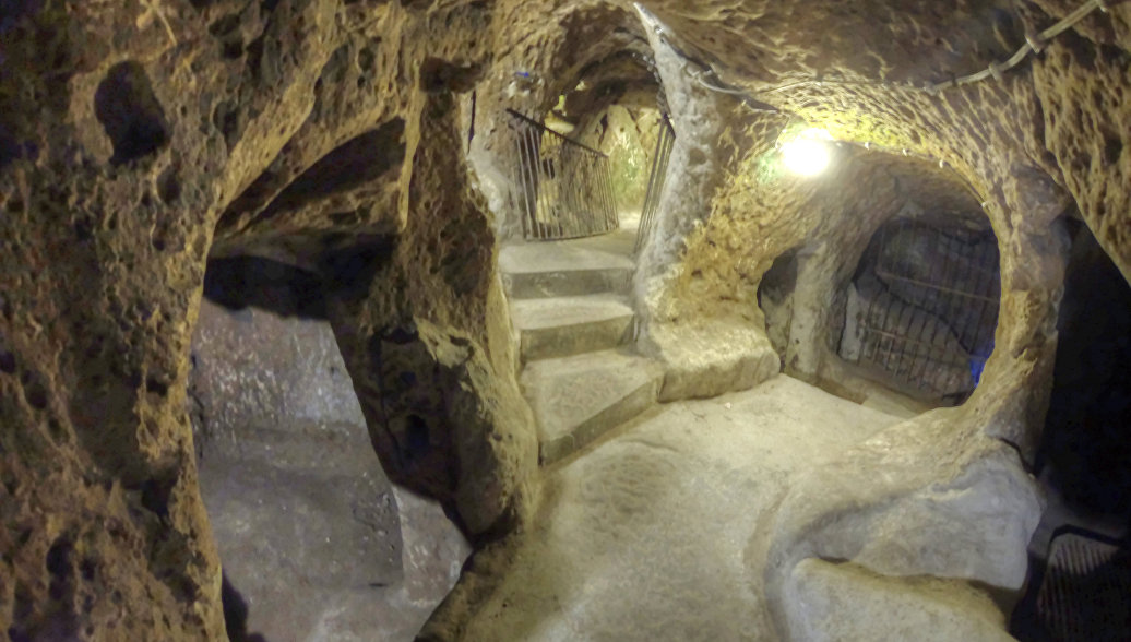 Подземный город Деринкую в Турции