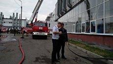 Сотрудники правоохранительных органов на месте пожара на Иркутском авиазаводе. 9 июля 2018