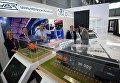 Участники у стенда корпорации Уралвагонзавод на Международной промышленной выставке Иннопром - 2018 в международном выставочном центре Екатеринбург-ЭКСПО