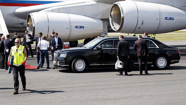 Лимузин проекта Кортеж во время встречи президента РФ Владимира Путина в аэропорту Вантаа в Хельсинки. 16 июля 2018