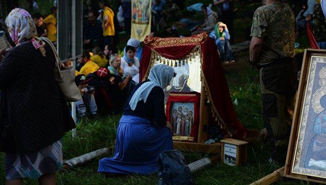 Верующие во время крестного хода в Екатеринбурге, приуроченного к 100-летию гибели царской семьи. Архивное фото