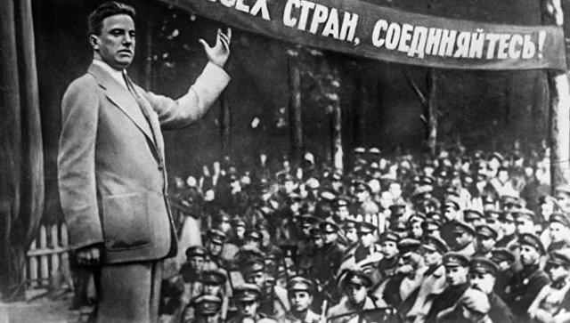 Поэт Владимир Владимирович Маяковский. Архивное фото