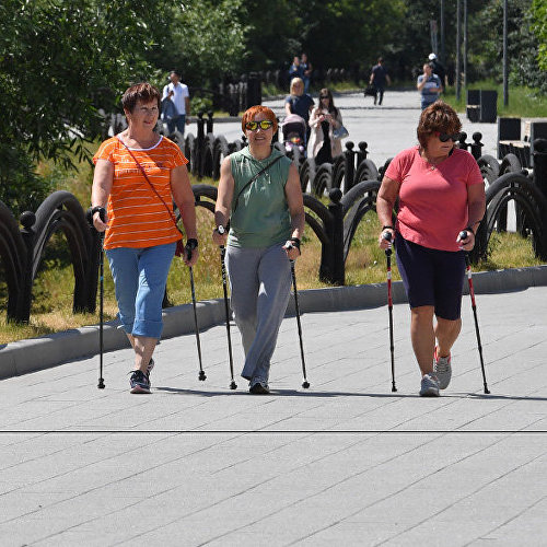 Посетители парка 850-летия Москвы