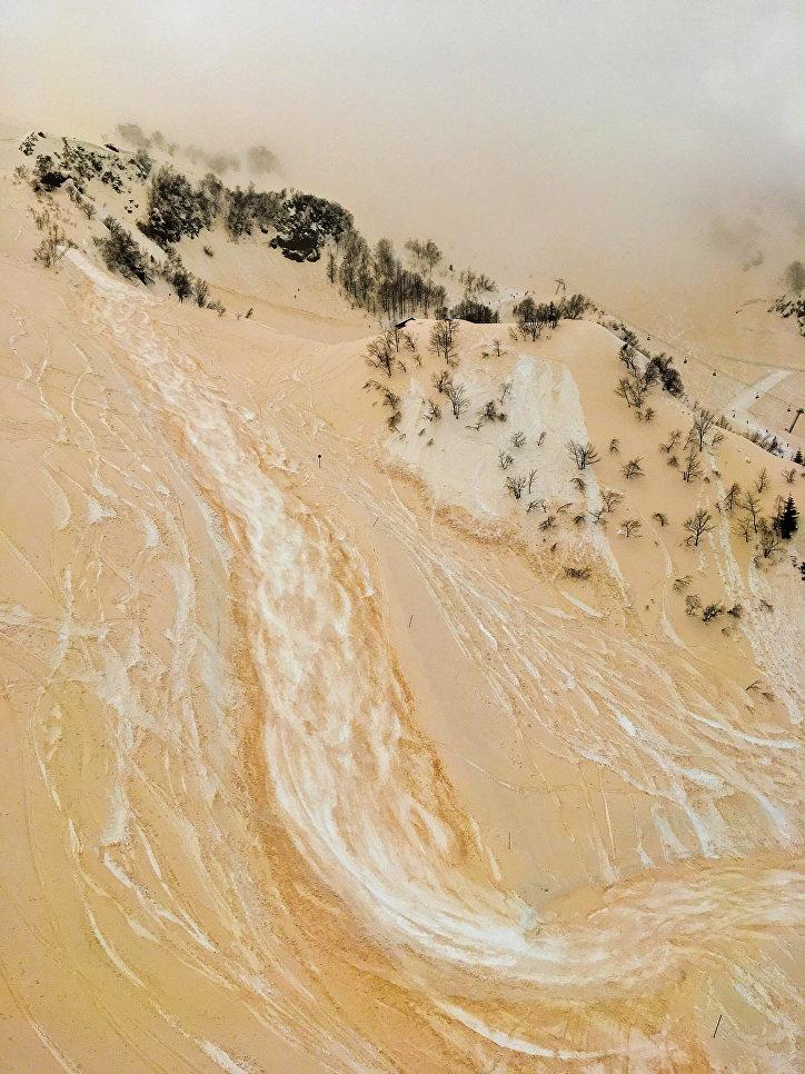 Работа фотографа из России Антона  Круглова The Sand-snow river, занявший второе место в номинации Природа в фотоконкурсе 2018 iPhone Photography Awards