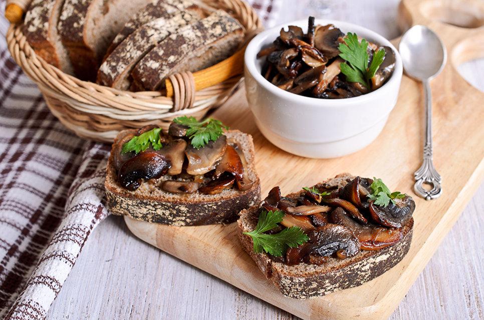 Сэндвичи с грибами.