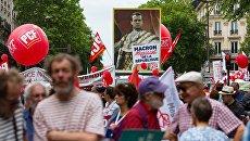 Участники акции протеста против экономических реформ президента Франции Эммануэля Макрона в Париже. Архивное фото