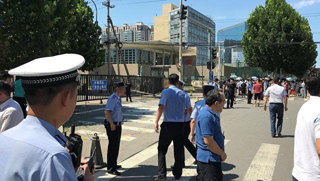 Очевидцы сообщили о взрыве у посольства США в Пекине