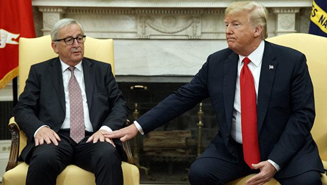 Председатель Европейской комиссии Жан-Клод Юнкер и президент США Дональд Трамп во время встречи в Овальном кабинете в Белом доме, Вашингтон