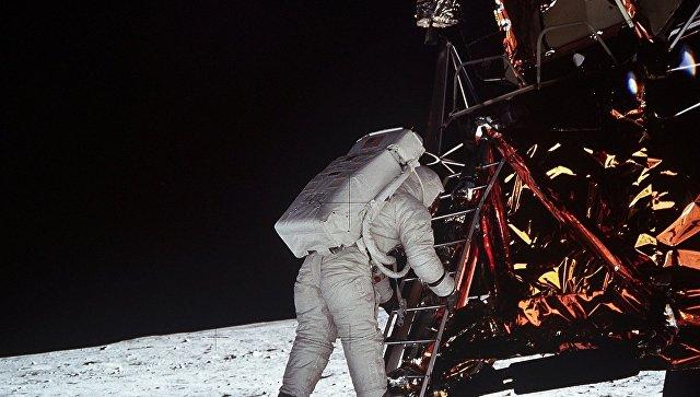 Большинство россиян не верит в полёт американцев на Луну