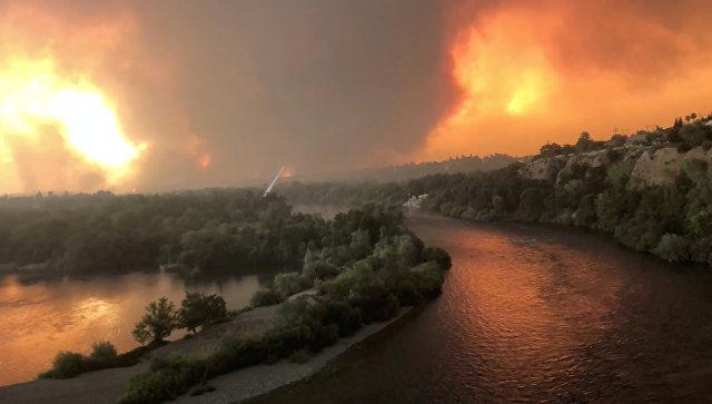 В ряде округов Калифорнии объявили режим ЧП из-за пожаров