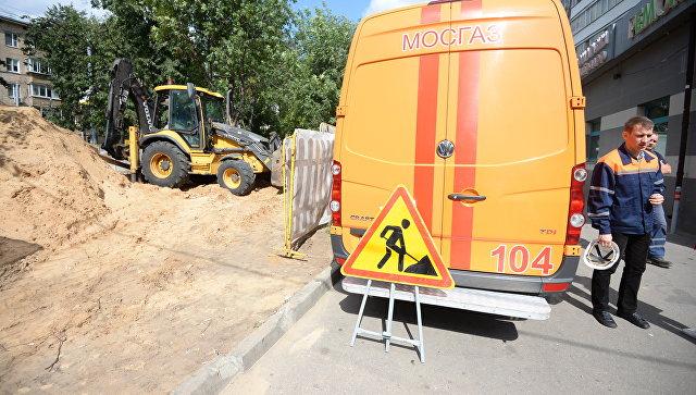 Специалисты Мосгаз на работах по замене газопровода