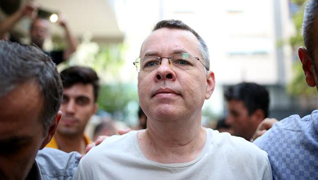 Суд в Турции отказался освобождать пастора Брансона из-под домашнего ареста