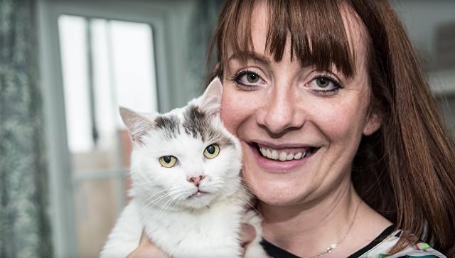 Шарлотта Диксон и кот Тео, которые победили в конкурсе National Cat Awards 2018