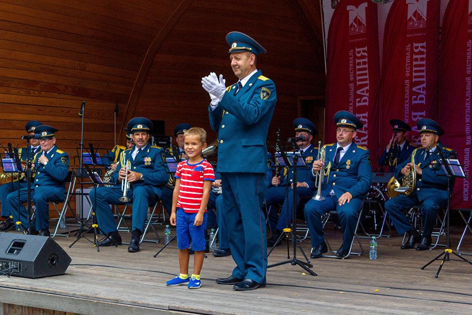 Концерты военных оркестра — настоящий подарок всем жителям столицы!, — отметили зрители концерта Иван и Наталья Громовы.