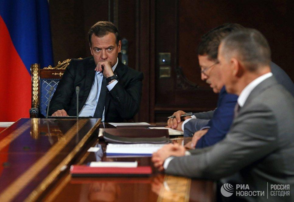Председатель правительства РФ Дмитрий Медведев проводит совещание с вице-премьерами РФ. 6 августа 2018