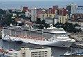 Круизный суперлайнер MSC Splendida у пирса морского вокзала во Владивостоке