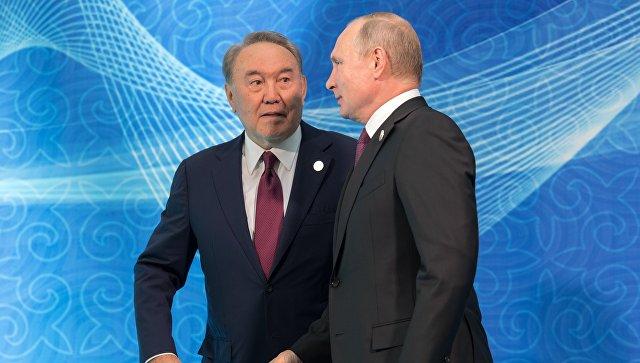 Владимир Путин и президент Казахстана Нурсултан Назарбаев на церемонии встречи глав государств-участников V Каспийского саммита в Актау. 12 августа 2018