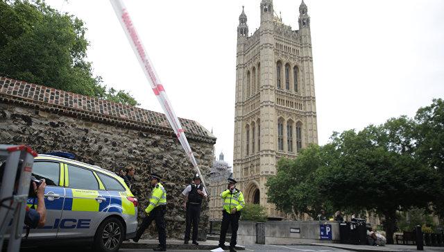 Сотрудники полиции у здания парламента в Лондоне, Великобритания. 14 августа 2018