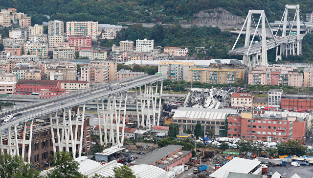 Обрушившийся автомобильный мост в Генуе, Италия. 14 августа 2018