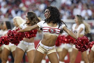 Девушки из группы поддержки американского футбольного клуба Сан-Франциско Форти Найнерс