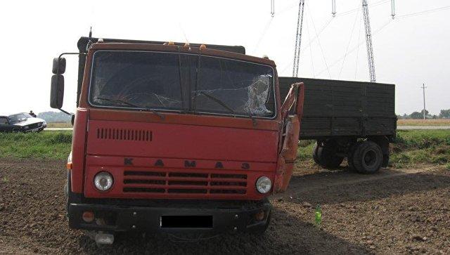 КАМАЗ столкнулся с автобусом. Архивное фото