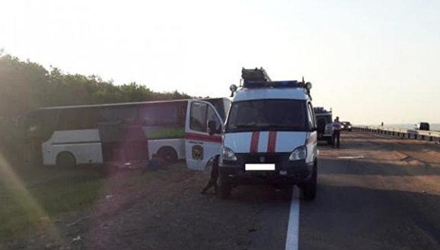 На месте ДТП с участием автобуса и КамАЗа в Андроповском районе Ставропольского края. 19 августа 2018